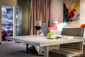 How to Choose the Ideal Dining Room Table