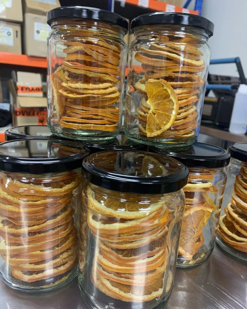drying out oranges for christmas decorations